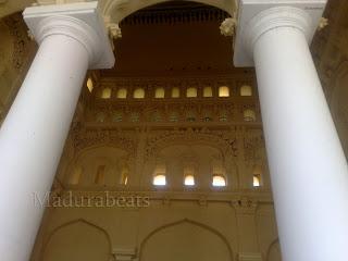 Thirumalai Nayakkar Palace pillars with_wall art work_Background