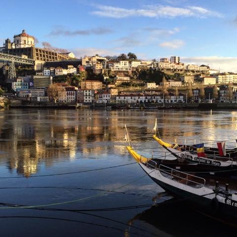 Porto é a segunda maior cidade de Portugal e um dos destinos imperdíveis desse país.