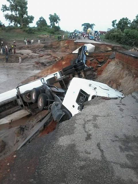 Bridge At Mokwa-Jebba Road In Kwara Collapses After Heavy Rain (Photos) by
