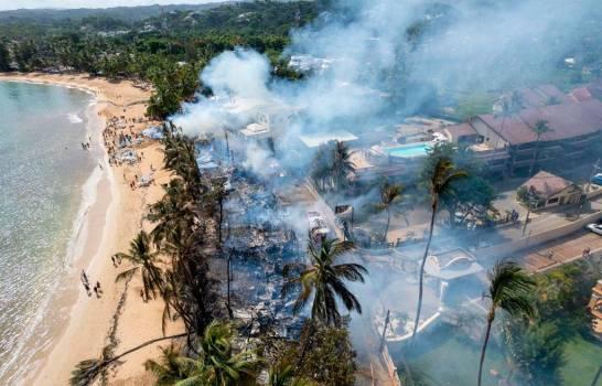 Al menos 16 negocios se quemaron en incendio en Las Terrenas