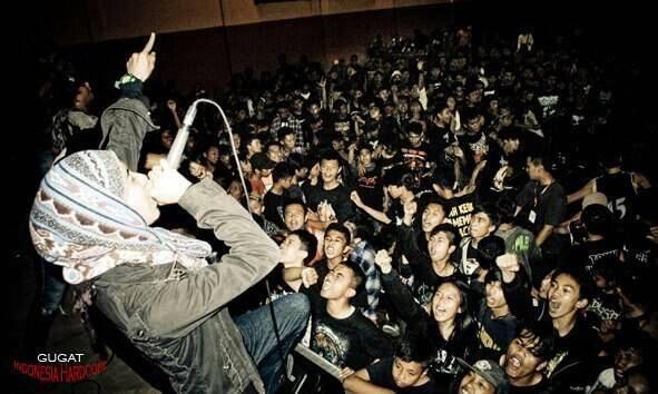 18 Fakta Unik Asri Yuniar 'GUGAT' Vokalis Metal Berhijab Pertama Di Indonesia