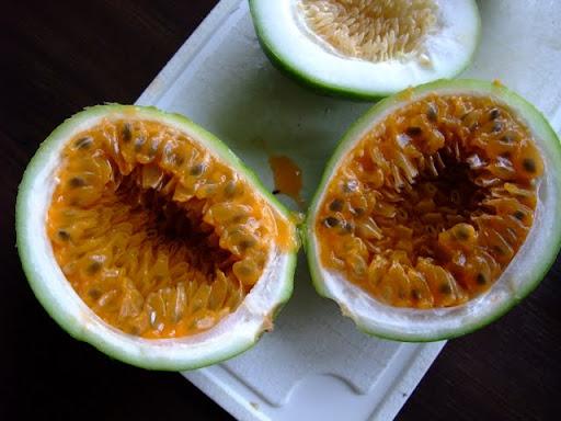 ID from fruit. Perpjautas%252520vaisius