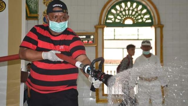 Antisipasi Virus Corona, Masjid-Masjid di Padang Disemprotkan Disinfektan