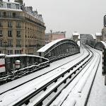 Station de métro La Chapelle : les voies sous la neige