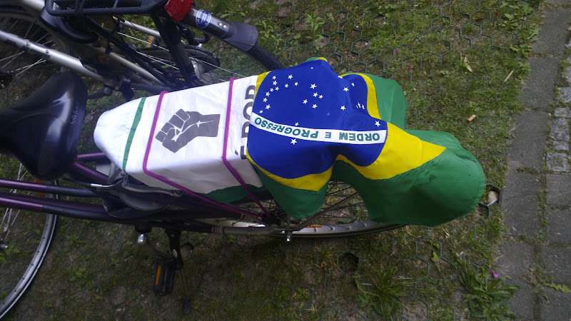 Photo: Camila supports Brazil, even on her bike.