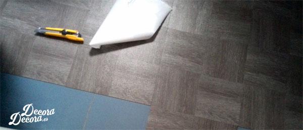 Baldosas de vinilo en el suelo