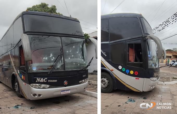 Miguel Calmon: Homem danifica ônibus no centro da cidade