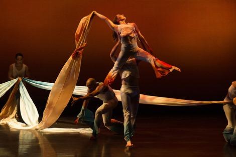 Carolyn Dorfman Dance-Unfolding; photo by Christopher Duggan