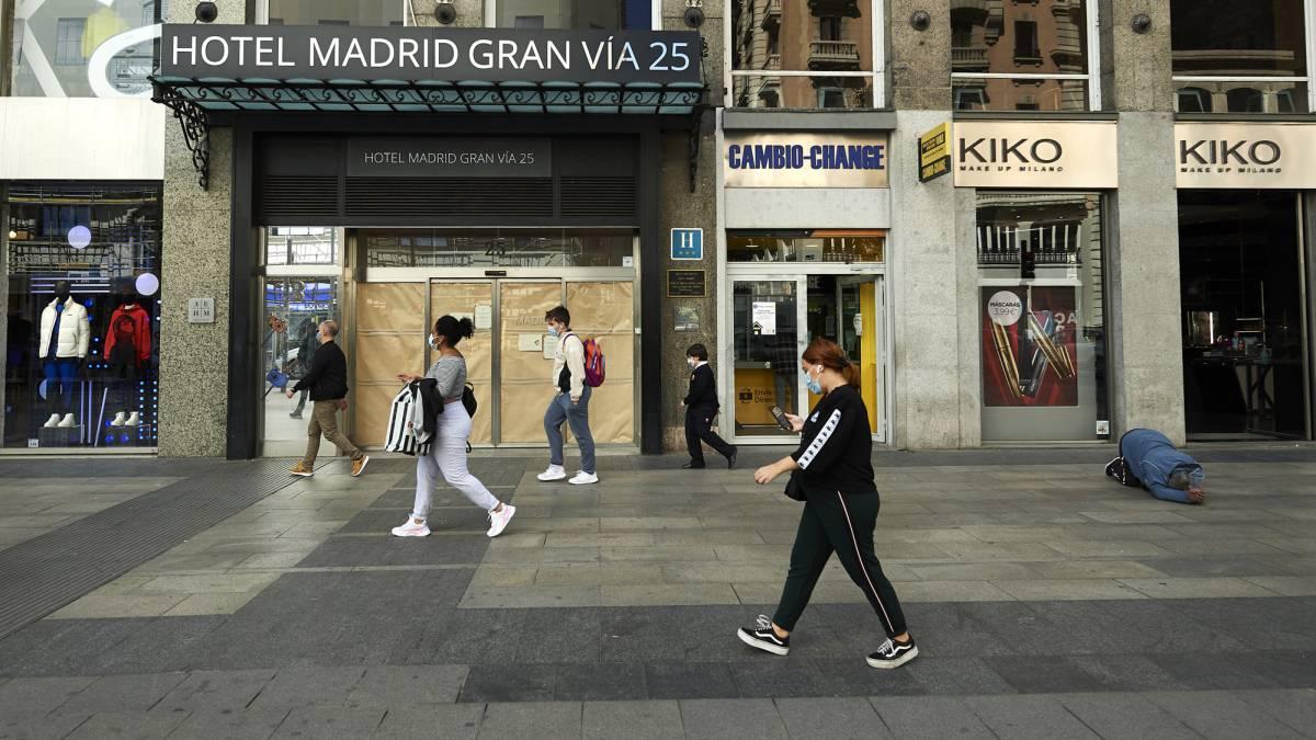"""Madrid se rebela contra restricciones de Sanidad por la pandemia de covid-19 al no ser """"jurídicamente válidas"""""""