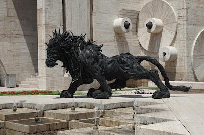 """Skulpturen auf den """"Kaskaden"""" in Yereven"""