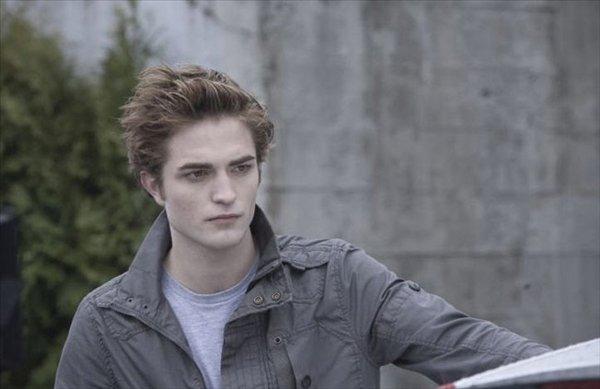 Pattinson real instagram robert Robert Pattinson