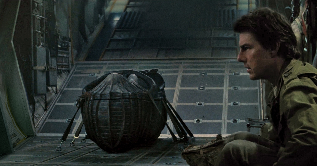 Tom Cruise in THE MUMMY. (Photo courtesy of Universal Pictures).