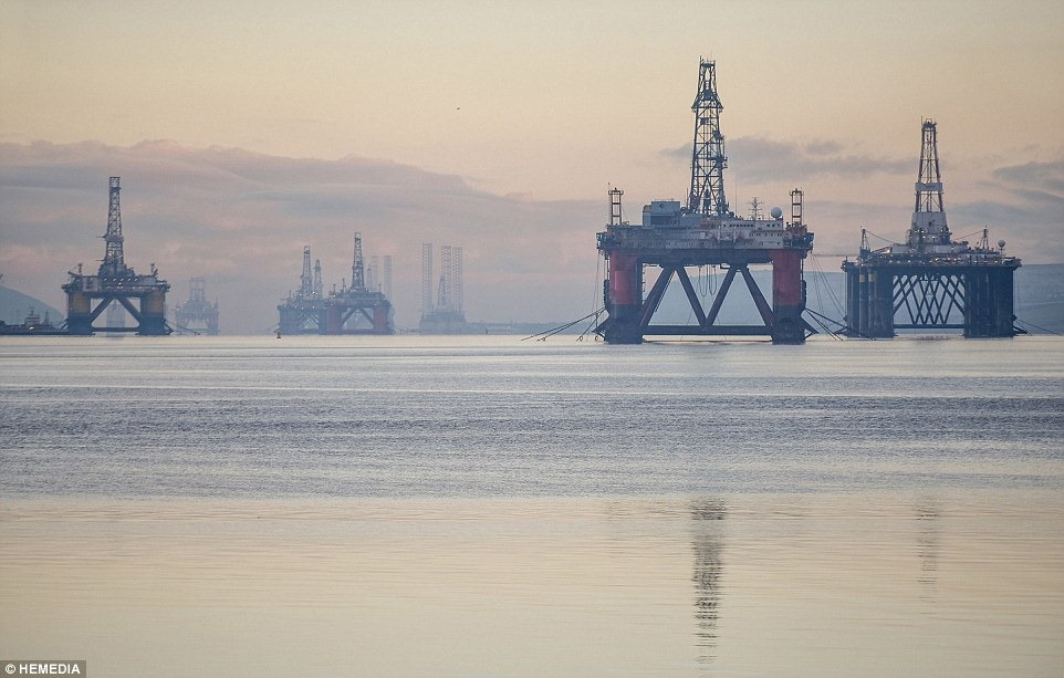 cromarty-firth-oil-rigs-5