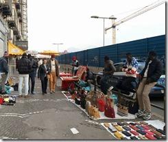 Venditori abusivi a piazza Garibaldi