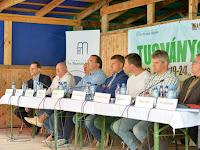 Világi Oszkár is az előadók között a gazdaságfejlesztési fórumon.jpg