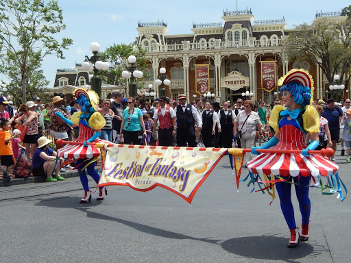 Find the perfect spot to watch the parade. From How to Do Disney - Without the Endless Lines