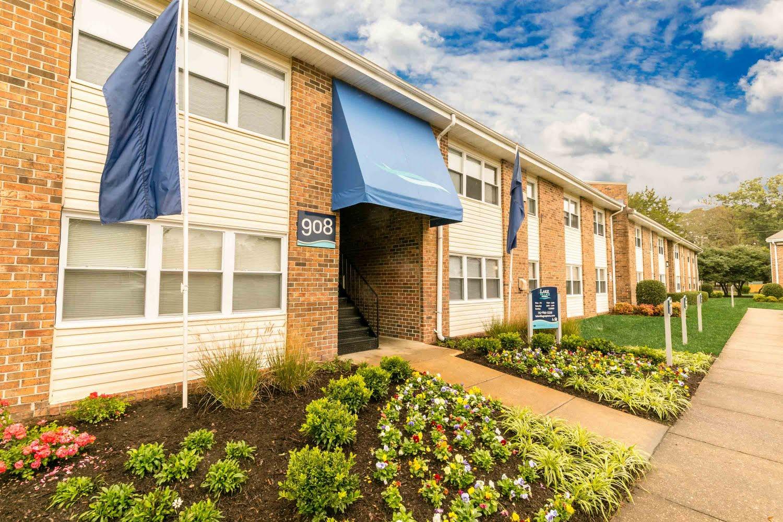 Lake Village Apartments in Chesapeake, Virginia 23323