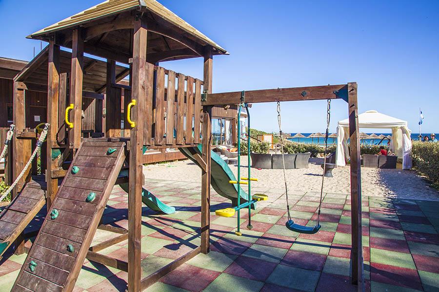 Juego infantil en Playa Cabanas Velhas, Algarve