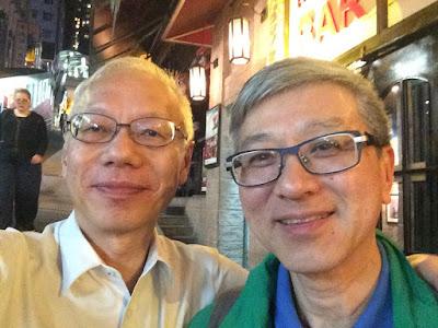 翁恩賜搬去杭州多年,但不時回來香港看媽媽。4月3日和田榮先在蘇豪區哈吃飯。