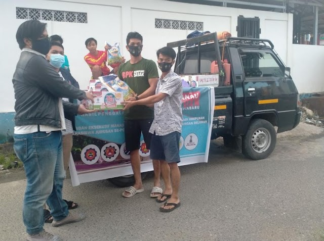 Relawan Mahasiswa Dan Tim Relawan Saijaan Salurkan Bantuan kepada Korban Banjir Di Satui