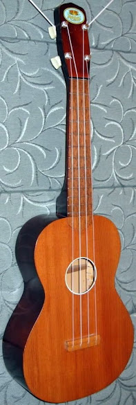 Regal tricolor Soprano Ukulele