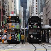 Легендарные местные трамваи: шесть маршрутов, но все идут по одной линии. Левый сейчас сделает круг и поедет обратно, а правый - поедет дальше.