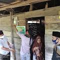 Pembuat Arang dan Tukang Jahit di Pitumpanua Dapat Bantuan dari At-Taubah Peduli