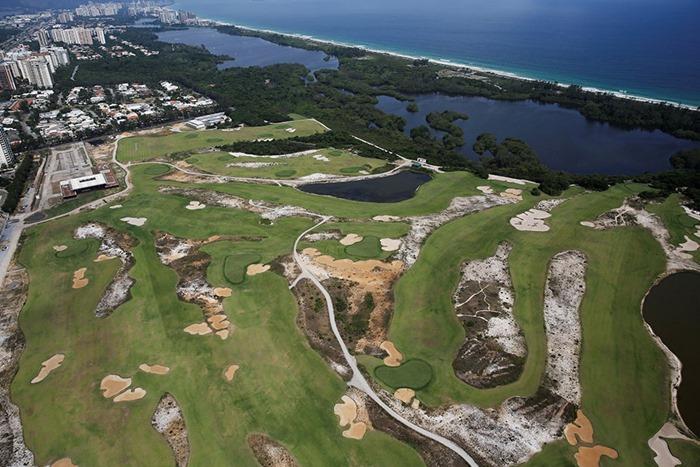 maracana-olympic-facilities-fall-apart-urban-decay-rio-2016-14
