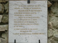 Fontaine de Vaucluse: in memoria di Francesco Petrarca