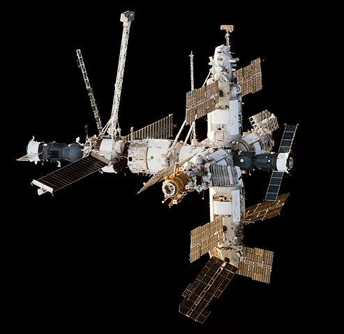 파일:external/upload.wikimedia.org/493px-Mir_Space_Station_viewed_from_Endeavour_during_STS-89.jpg