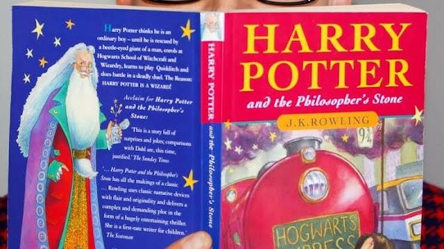 Hoje completa 24 anos desde que Harry Potter e a Pedra Filosofal foi publicado pela primeira vez