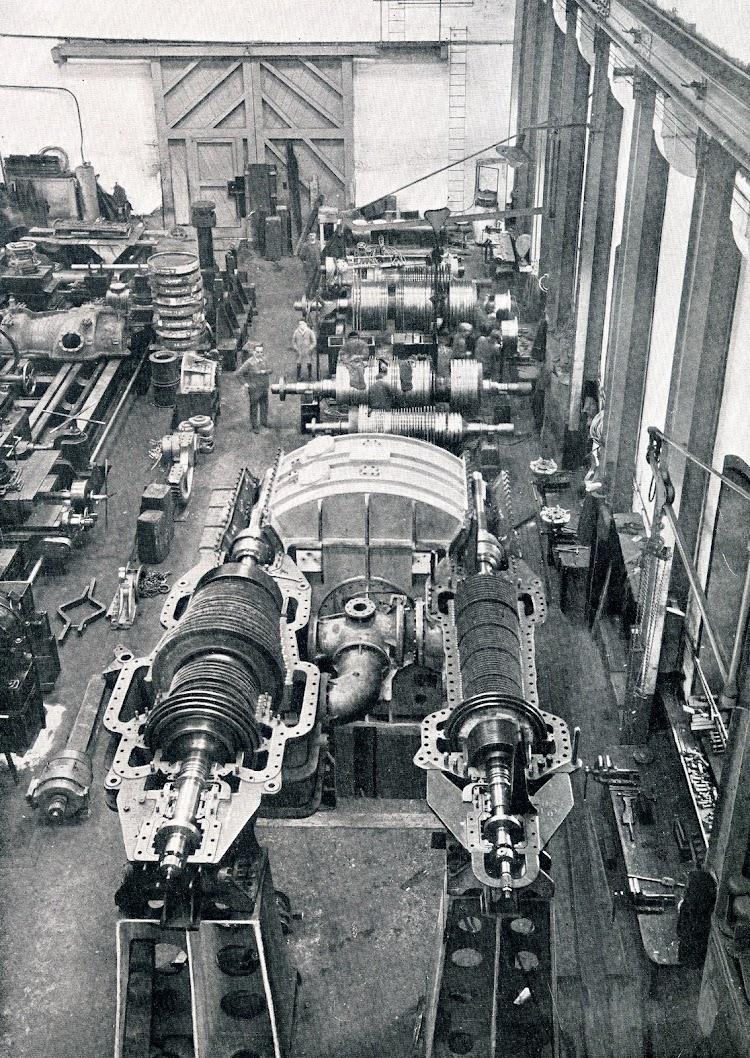 Disposición de las turbinas con sus engranajes para el MARQUES DE COMILLAS. Libro Obras. S.E. de C.N. 1.927.JPG
