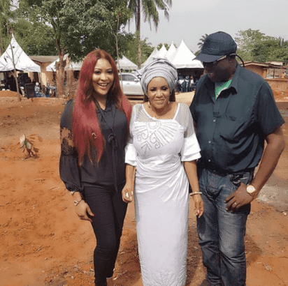 kossy-orjiakor-with-her-mom-and-brother
