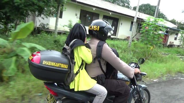 Anggota Polisi Ini Bantu Anak Warga Bisa Bersekolah Lagi