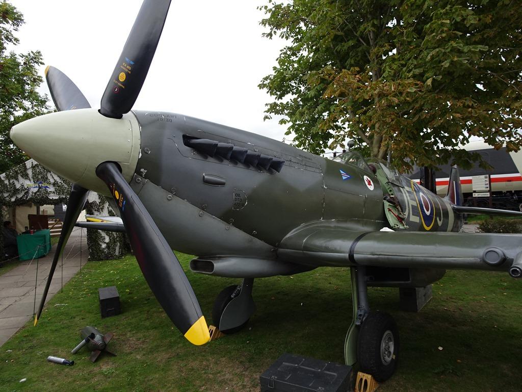 [Replica+Spitfire+fighter++aircraft%5B3%5D]