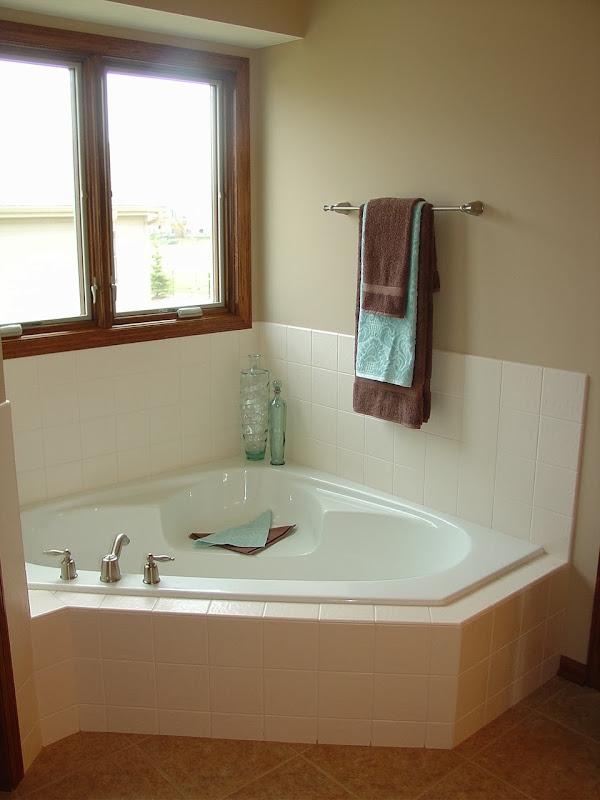 1003 edgewater master bath4
