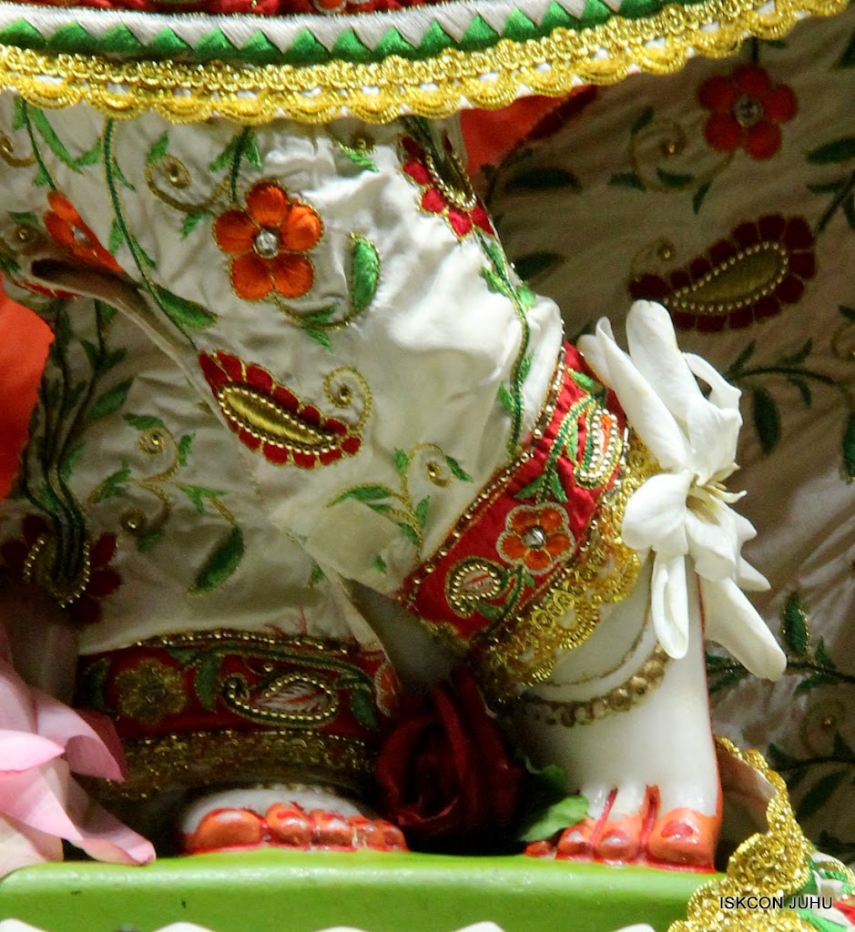 ISKCON Juhu Mangal Deity Darshan on 28th June 2016 (25)