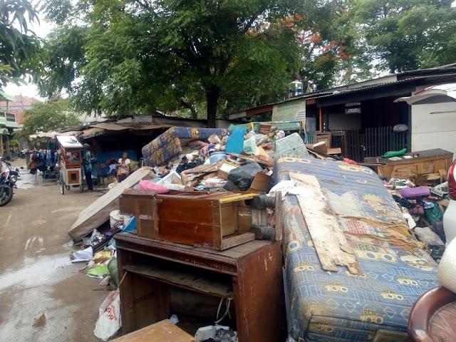 Pengangkutan Sampah Banjir Lambat , Warga Mulai Banyak Yang Terserang Penyakit Gatal dan Diare