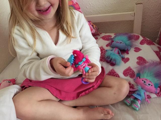 princess-poppy-keychain-hairbrushing