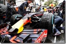 Una Red Bull con le gomme da bagnato Pirelli