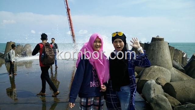 Ombak Tsunami Pantai Glagah Indah