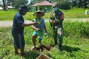 Lestarikan Kearifan Lokal, TNI Bagikan dan Tanam 100 Bibit Pinang bersama Warga Kampung Skofro