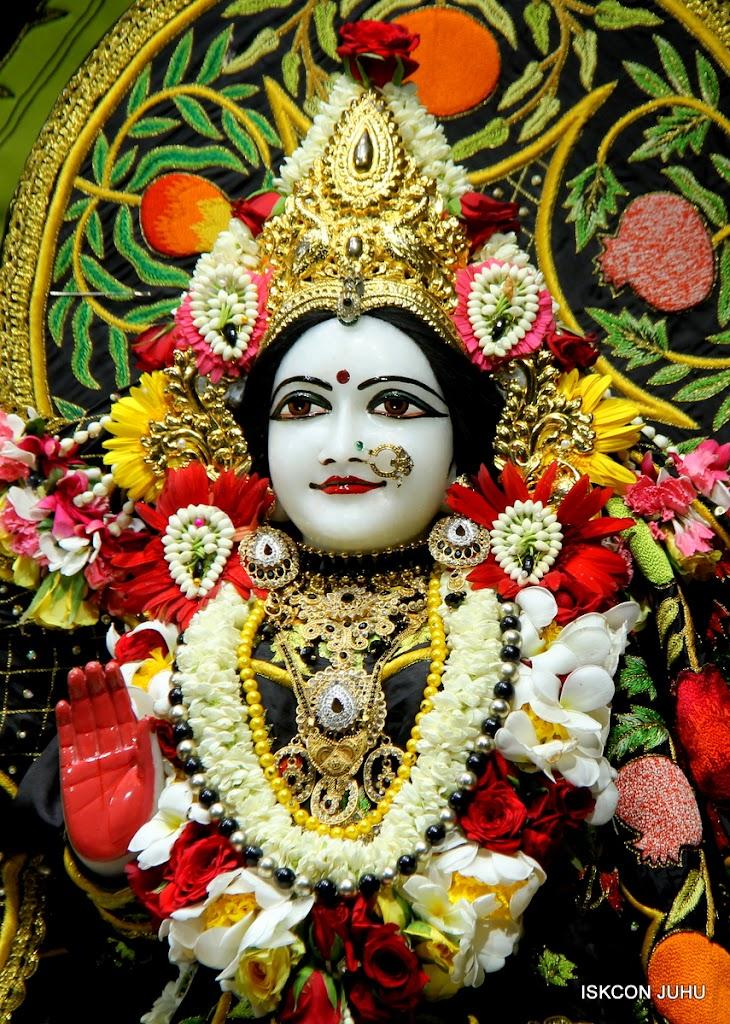 ISKCON Juhu Sringar Deity Darshan on 4th June 2016 (20)