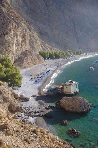 Arrivée à la plage de Glyka Nera (Γλυκά Νερά).