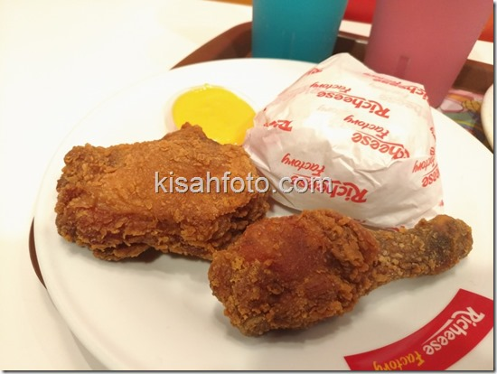 Menjajal Richeese Factory Solo