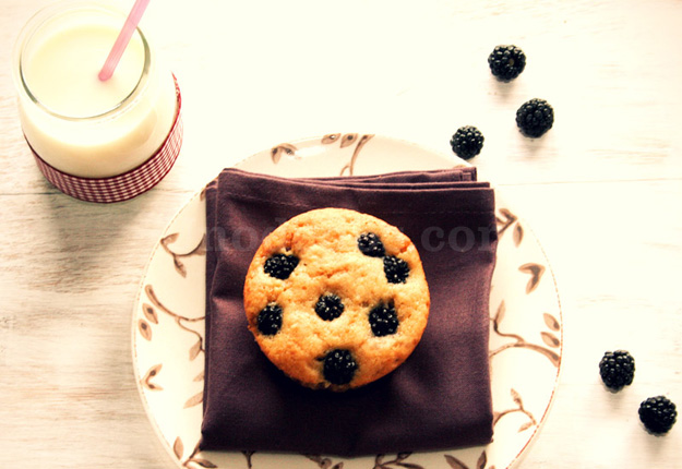 Blackberries-buttermilk muffins