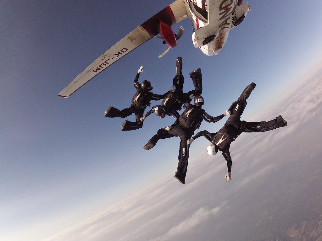 22-PARACHUTISME-CHAMPIONNATS EUROPE BOSNIE 2013-VR4 OPEN saut