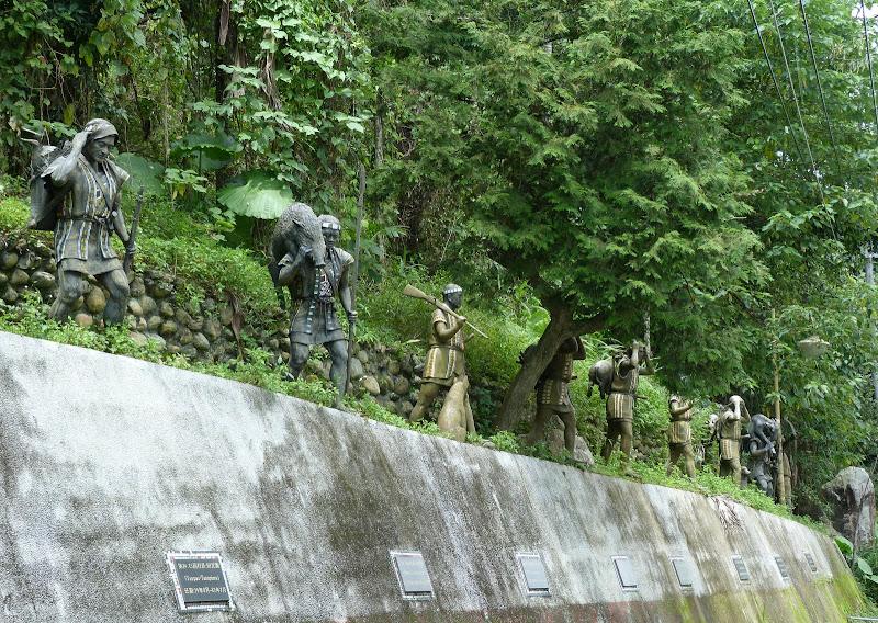 Puli  en passant , entre autres, par les villages de l ethnie Bunum de Loloko et Dili. J 10 - P1160866.JPG
