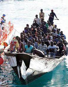 Immigrati in balia delle onde