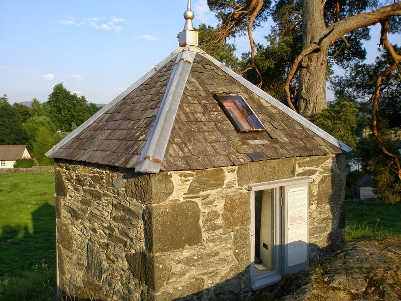 earthquake-house-comrie-1